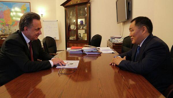 Министр спорта Виталий Мутко провел рабочую встречу с главой Республики Тыва Шолбаном Кара-Оолом