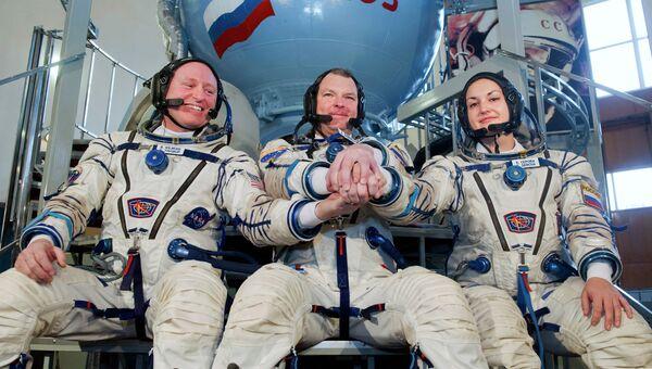 Астронавт НАСА Барри Уилмор, космонавты Александр Самокутяев (слева направо) и Елена Серова. Архивное фото