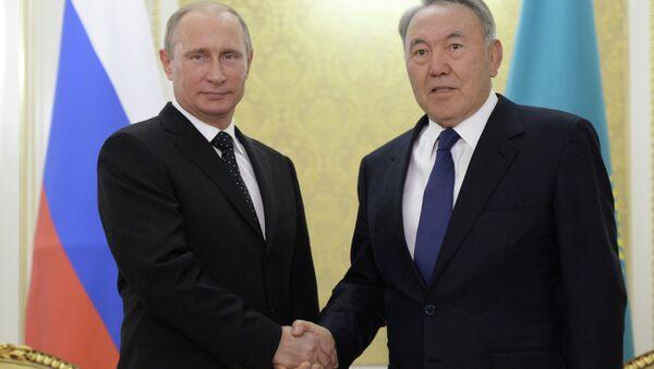 Президент РФ Владимир Путин с президентом Казахстана Нурсултаном Назарбаевым. Архивное фото