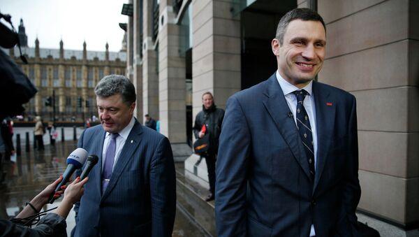 Виталий Кличко и Петр Порошенко на встрече с британскими журналистами