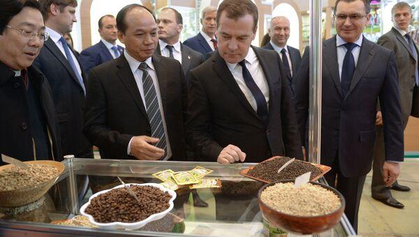 Д.Медведев открыл агропромышленную выставку Золотая осень в Москве