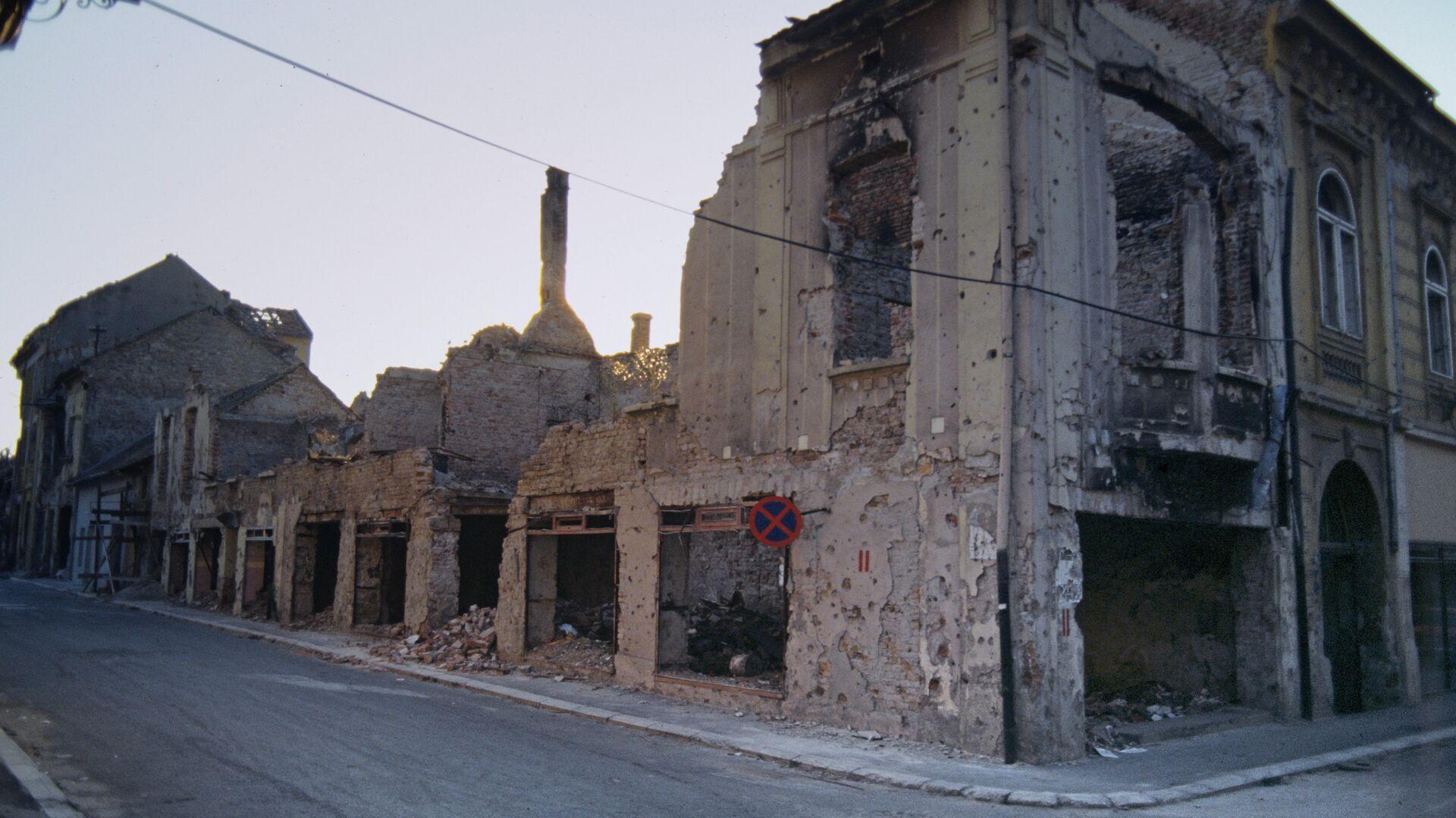 Югославия. Разрушенные дома после обстрелов и бомбежки. Архивное фото - РИА Новости, 1920, 07.10.2018