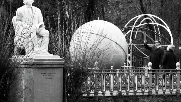 Памятник М.В. Ломоносову. Архивное фото
