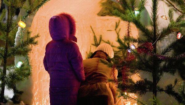 У рождественского вертепа. Архив