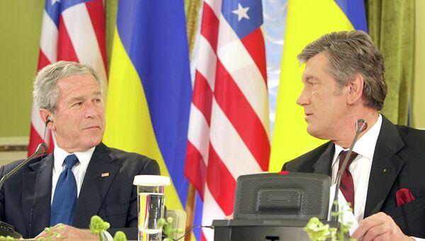 Джордж Буш и Виктор Ющенко ещё в статусе президентов США и Украины