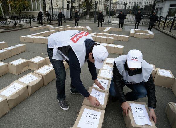 Партия Батькивщина представила 3 миллиона подписей за проведение референдума о вступлении Украины в НАТО