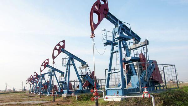 Нефтяные вышки, архивное фото