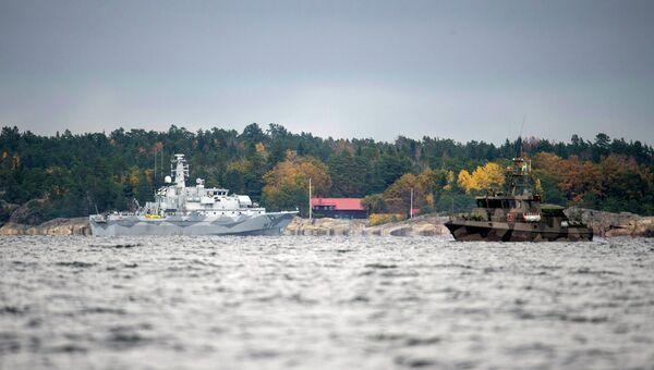 Шведский минный тральщик HMS KULLEN водах Стокгольмского архипелага 21 октября 2014