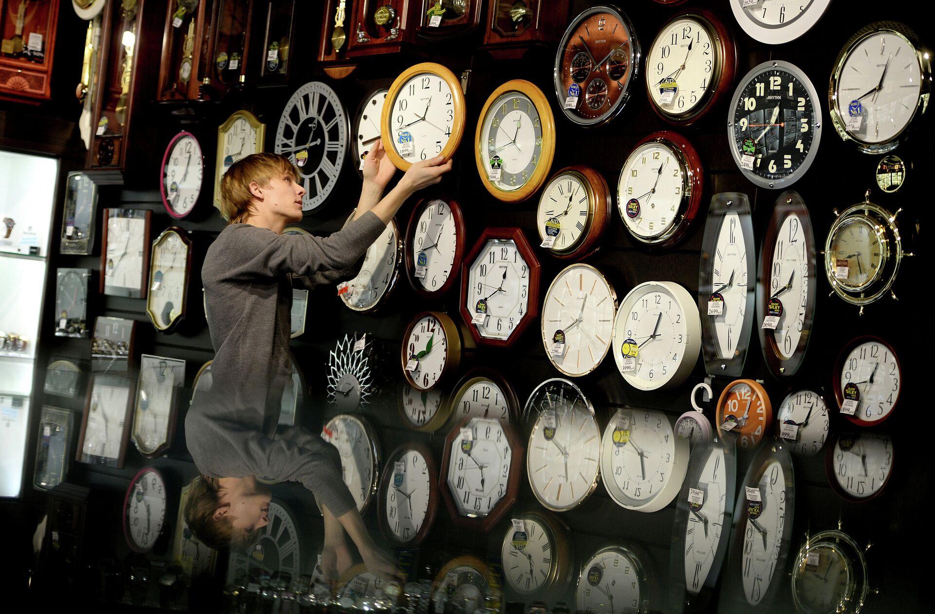 Перевод часов на зимнее время в регионах России - РИА Новости, 1920, 24.03.2021