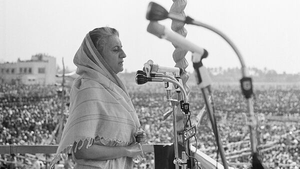 Премьер-министр Индии Индира Ганди на предвыборном митинге