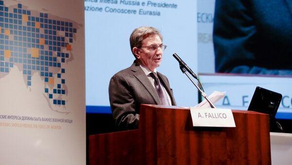 Профессор Антонио Фаллико, руководитель представительства итальянской банковской группы Intesa Sanpaolo в Москве