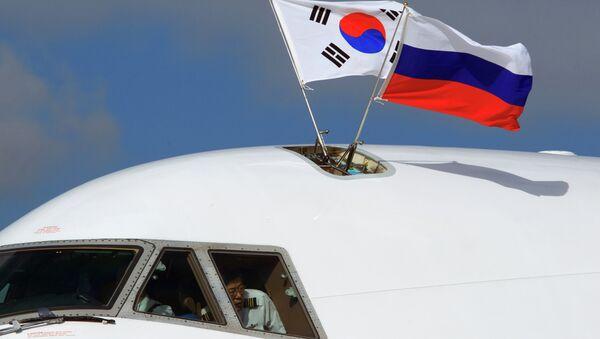 Флаги России и Южной Кореи. Архивное фото