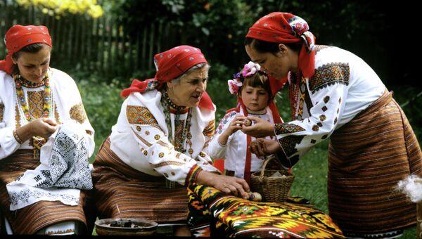 Участницы фольклорного ансамбля Краски Карпат