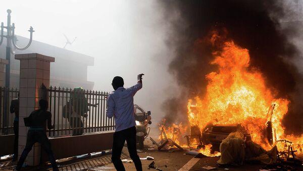 Беспорядки на улицах столицы Буркина-Фасо города Уагадугу. 30 октября 2014