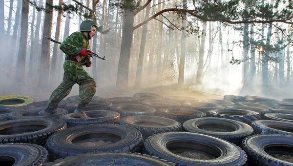 Сдача экзамена на краповый берет служащими белорусского спецназа. Архивное фото