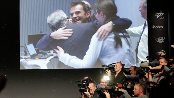 Команда миссии Rosetta празднует приземление на ядро кометы Чурюмова-Герасименко. Германия, 12 ноября 2014