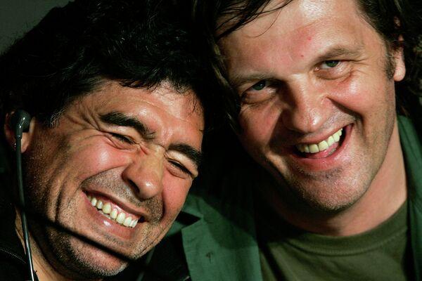 Бывший аргентинский футболист Диего Марадона и сербский режиссер Эмир Кустурица. Канны, 2008 год
