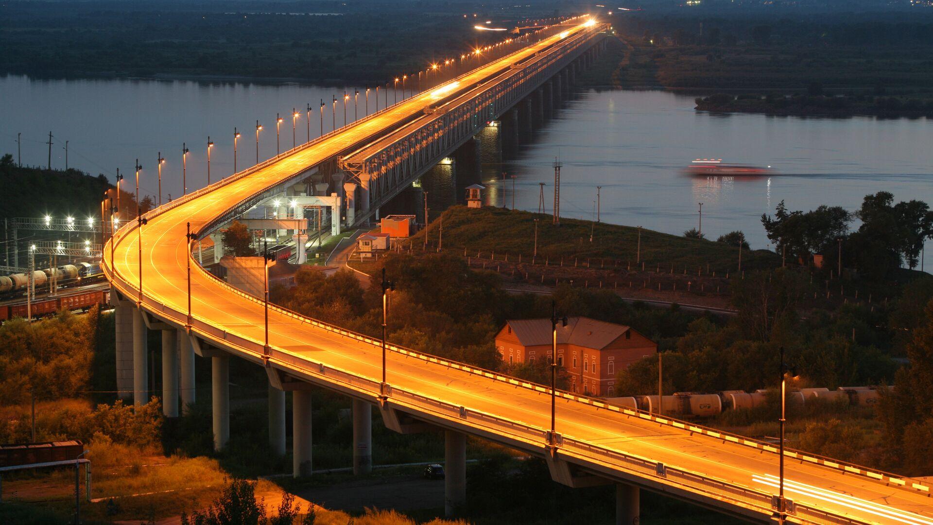 Вид на железнодорожно-автомобильный мост через реку Амур в Хабаровске на трассе Чита - Хабаровск. - РИА Новости, 1920, 25.11.2020
