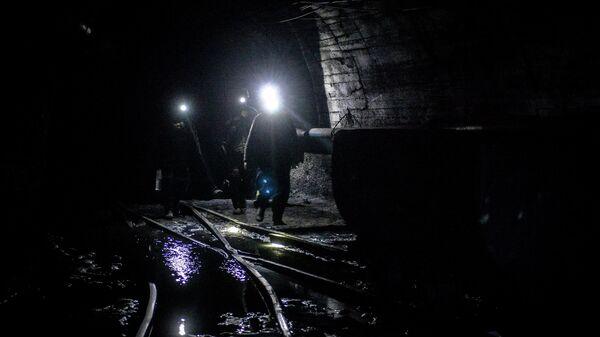 Шахтеры на шахте. Архивное фото