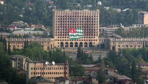 Вид на здание парламента республики Абхазия в Сухуми, архивное фото