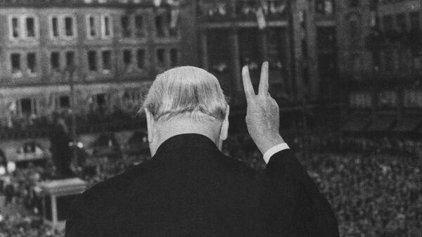 Уинстон Черчилль во время выступления в Страсбурге