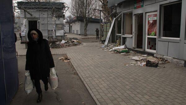 Автобусная остановка на проспекте Жукова в Донецке, пострадавшая от обстрела. Архивное фото