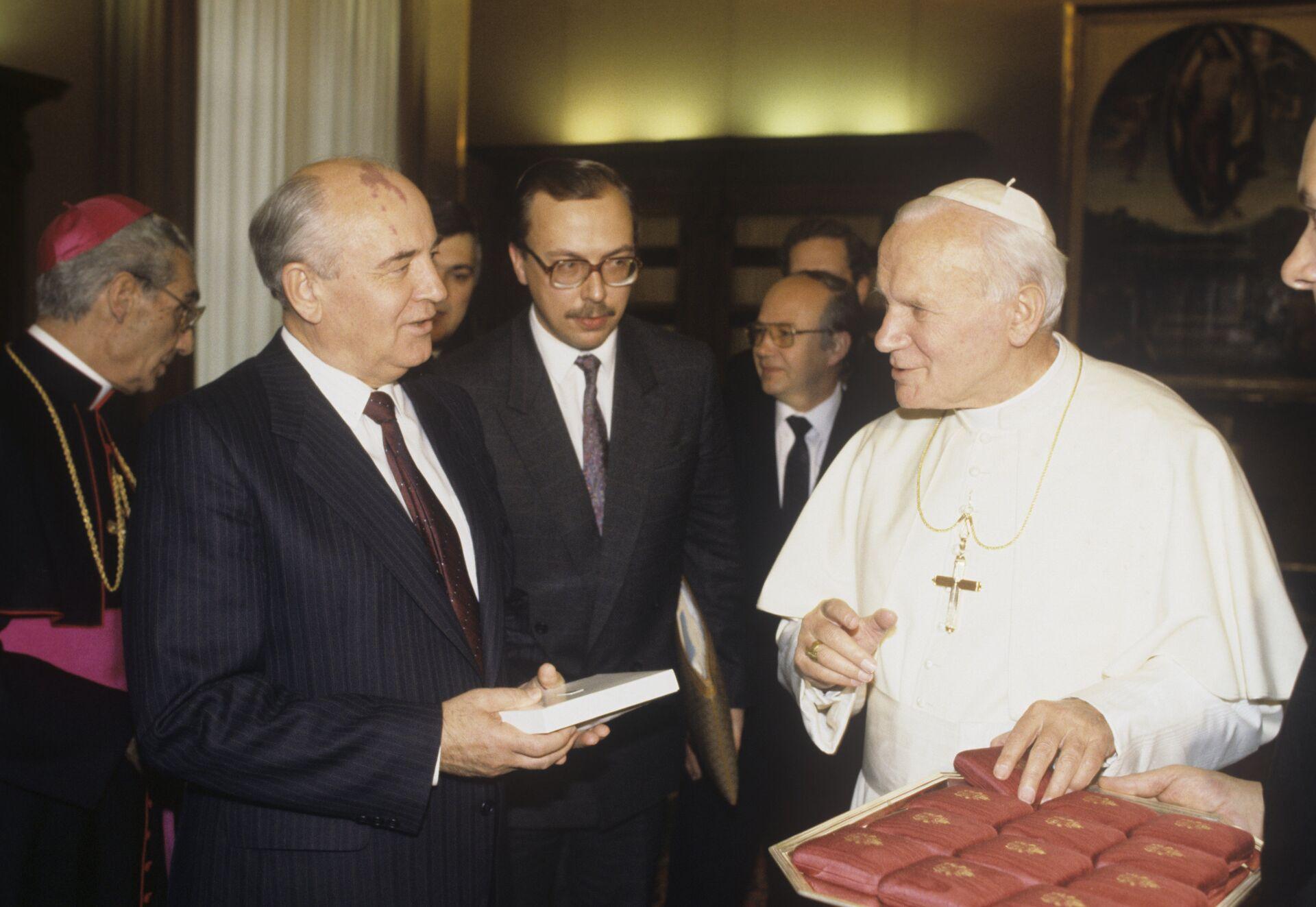 Иоанн Павел II и Михаил Горбачев - РИА Новости, 1920, 12.10.2020