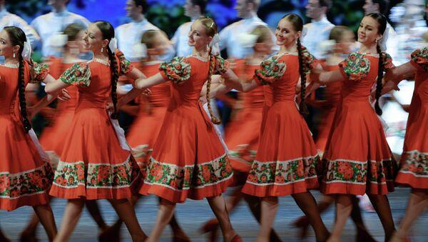 Артисты Государственного академического ансамбля народного танца имени Игоря Моисеева. Архивное фото