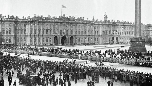 Выезд Российского Императора Николая II и Императрицы Александры Фёдоровны из Зимнего дворца во время празднования 300-летнего юбилея Дома Романовых