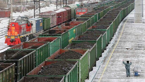 Железнодорожные составы с российским углем