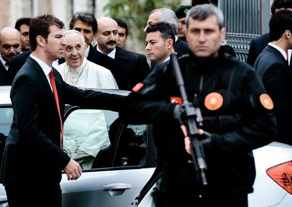 Папа Римский Франциск во время визита в Турцию