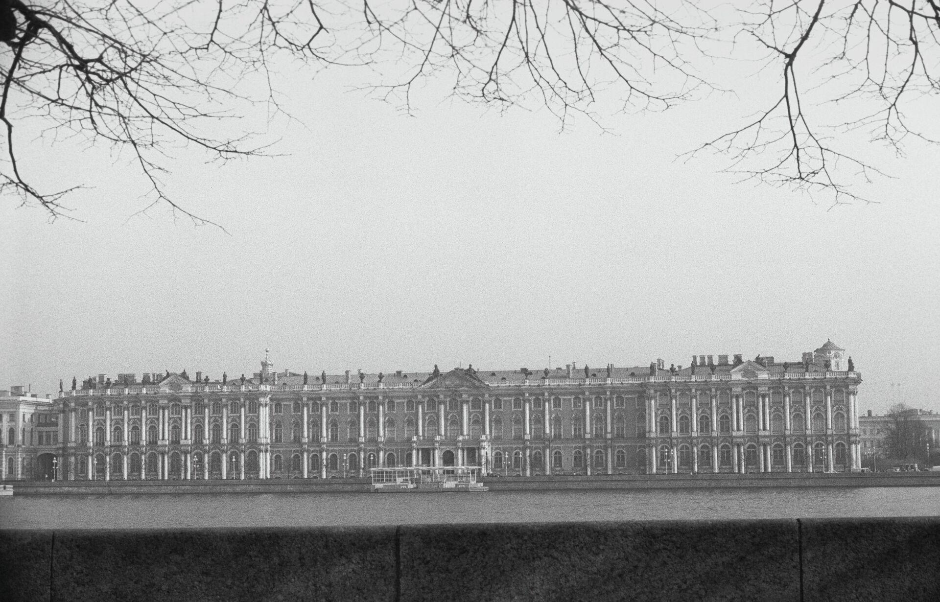 Здание Эрмитажа в Ленинграде - РИА Новости, 1920, 07.02.2021