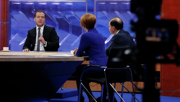 Председатель правительства России Дмитрий Медведев дает интервью по итогам работы правительства в прямом эфире представителям федеральных телеканалов. 10 декабря 2014