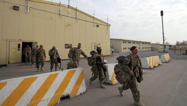 Американские военные перед отправкой на базе. Архивное фото