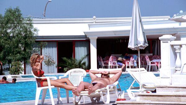Туристы на отдыхе. Архивное фото