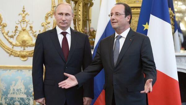 Президент России Владимир Путин (слева) и президент Франции Франсуа Олланд