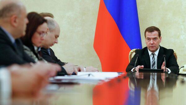 Председатель правительства России Дмитрий Медведев проводит в Доме правительства РФ совещание с представителями финансово-экономического блока правительства. Архивное фото