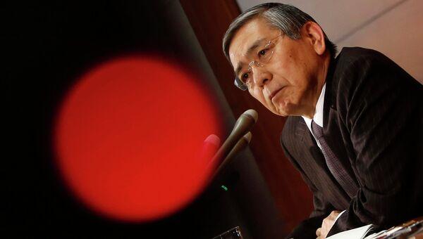 Глава Банка Японии Харухико Курода во время пресс-конференции в Токио, 19 декабря 2014