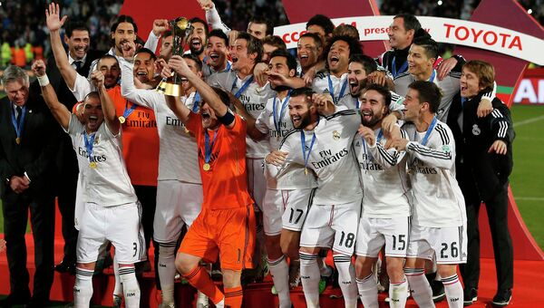 Футболисты мадридского Реала радуются победе в клубном чемпионате мира по футболу