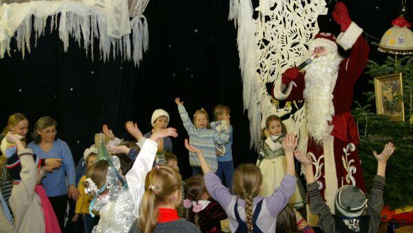 Рождественская елка для детей в православной церкви