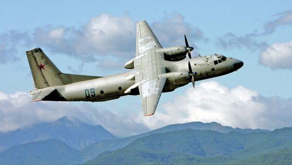 Военно-транспортный самолет Ан-26 в небе над Камчаткой