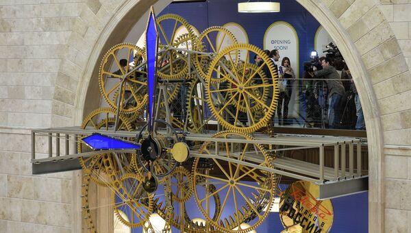 Уникальные часы, весящие более пяти тонн, специально заказанные для открывающегося после реконструкции Детского мира на Лубянской площади в Москве