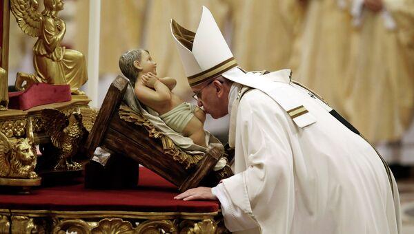 Папа Франциск во время празднования католического Рождества в Ватикане