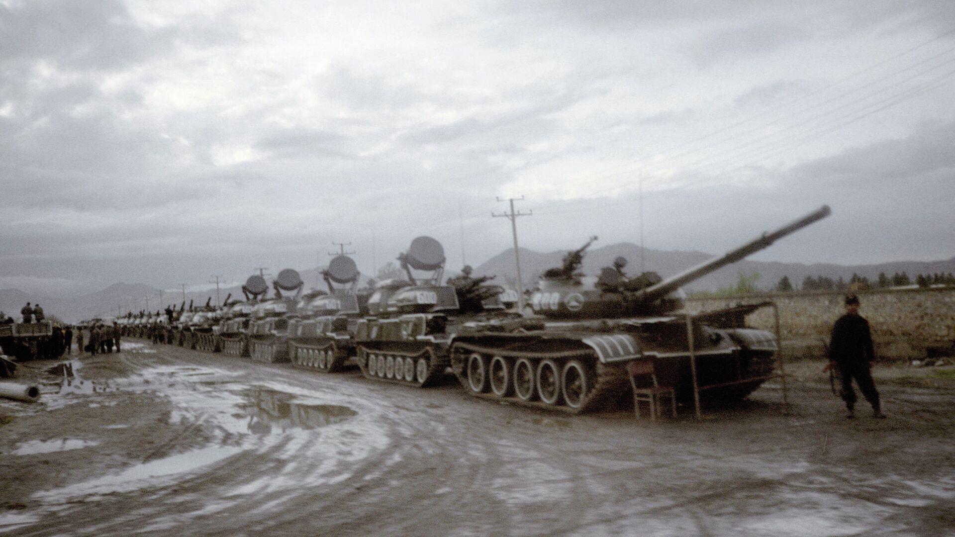 Танки и зенитные самоходные установки Ахмад Шаха Масуда возле Кабульского аэропорта - РИА Новости, 1920, 10.07.2021