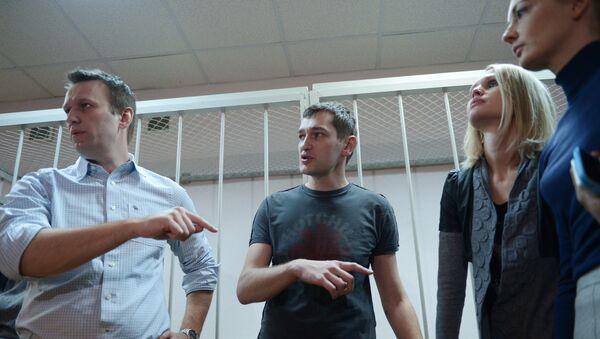 Оглашение приговора братьям Навальным. Архивное фото