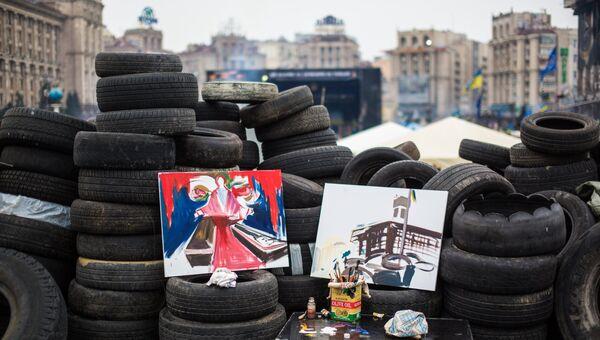 Цветы на баррикадах Майдана. Архивное фото