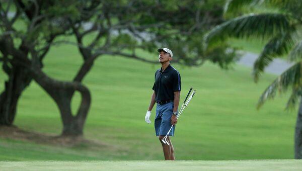 Барак Обама играет в гольф
