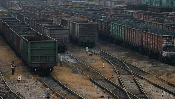 Вагоны с углем на железной дороге, Украина