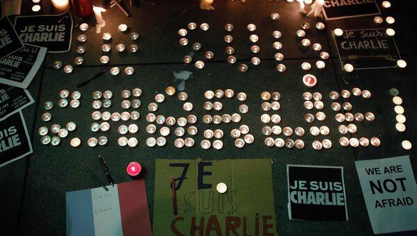 Свечи в память о погибших в Париже зажгли жители Сан-Франциско у здания Генерального консульства Франции