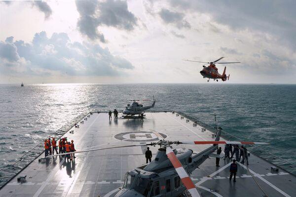Операция по поднятию хвостовой части рухнувшего в Яванское море самолета AirAsia
